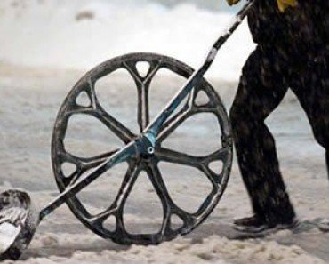 Wheeled-Leverage Snow Shovel