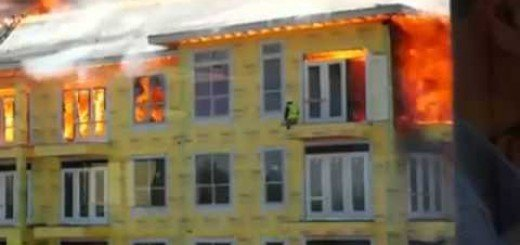 Construction Worker Barely Escapes Building Fire – Unreal Video Footage