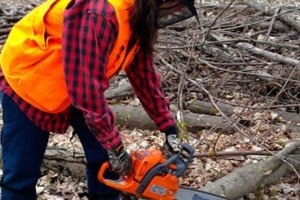 Movember – Chainsaw Cathie Is A'coming To Git Me