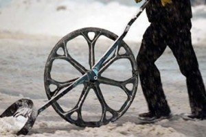 Snow Shovel Reduces Strain And Pain Using Wheel Leverage