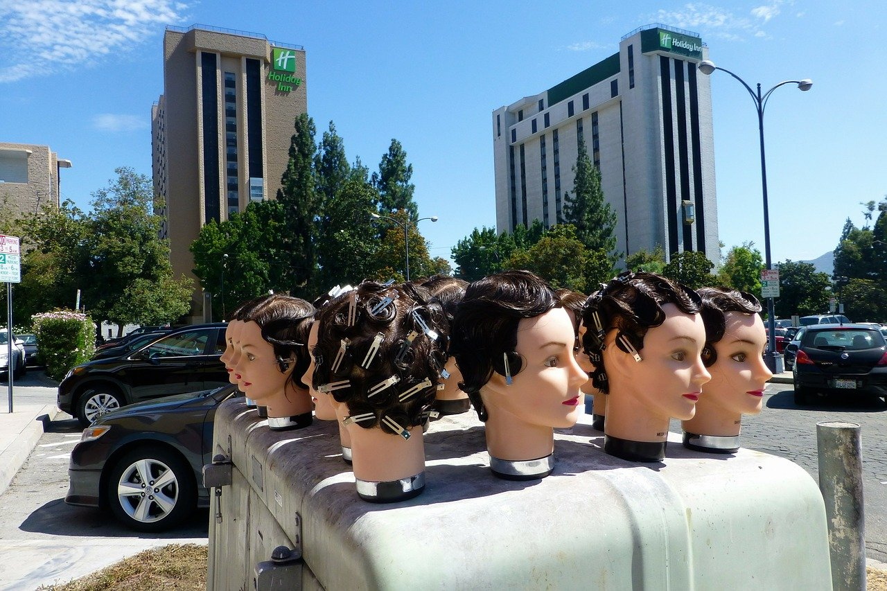heads on van